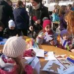 Dzieci przygotowują małe Marzanny