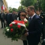 Prezydent elekt Andtzrej Duda skąłda kwiaty