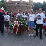 Armia Kukiza skłąda wieniec przedPomnkiem Nieznannego Żołnierza wKrakowie - fot.Pressmania