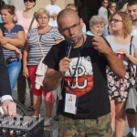 Krzystzof Kaktu Adamek przemawia naRynku Głównym wKrakowie - fot.Pressmania