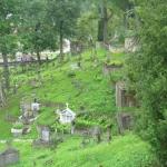 Barbarzyńskie zniszczenia cmentarza naRosie wWilnie 5