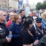 Uczestnicy XV Rajdu Katyńskiego wśród Warszawiaków popowrocie ztrasy - fot.John May