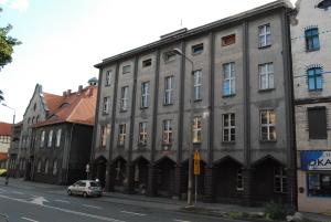 Budynek_władz_gminy_Nowa_Wieś_(obecnie_Sąd_Rejonowy)_Ruda_Śląska_Wirek,_ul._1_Maja_225_(3)_KS