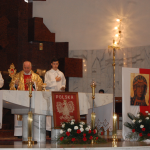 Ksiądz Kasperek odprawia mszę świętą wWadowicach