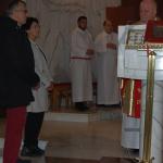 Posłowie Ziemi Wadowickiej przedpocałowaniem relokwi Świetego Jana Pawła II