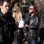 Stan Borys iAna Meleydy kwestują nacmentarzu Rakowickim - fot.Jan Lorek