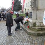 Wadowicka NSZZ Solidarność składa kwiaty przedpomnikiem 11.11.2015r. wWadowicach