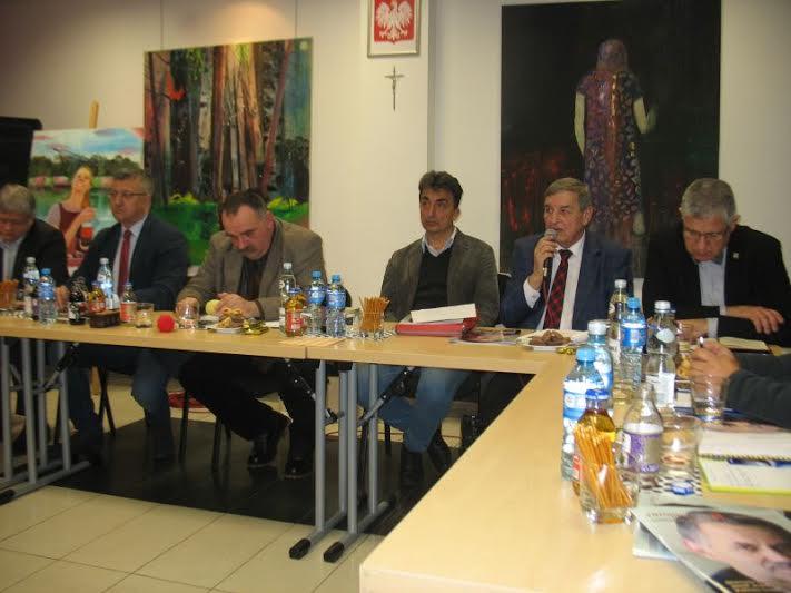 Przemawia zastępca dyrektora RZGW Stefan Sawicki (fot.Rajmund Pollak)