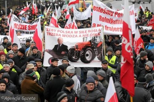 z17458260Q,Protest-rolnikow-przed-budynkiem-KPRM-w-Warszawie