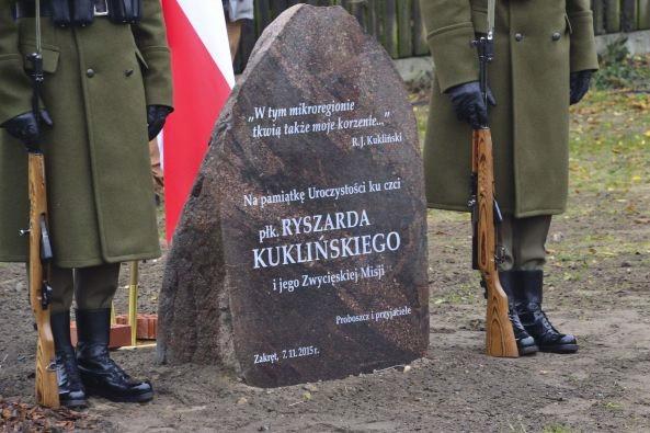 Pomnik płk Ryszarda Kuklińskiego wWiązownie