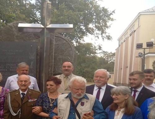 """""""Strażnicy Pamięci"""" pułkownika Kuklińskiego: Polska toumiłowana ziemia"""