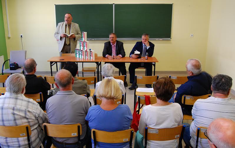 Polacy wyklęci z FSM za komuny i podczas włoskiej inwazji - goście podczas premiery książki Rajmunda Pollaka - fot. Henryk Pollak