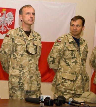 bogdan-klich-i-radoslaw-sikorski-w-mundurze-wojskowym