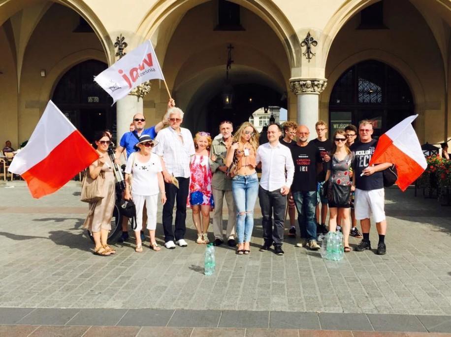 jow-w-krakowie-1-sierpnia-2015-roku-na-rynku-z-michalem-lenczynskim
