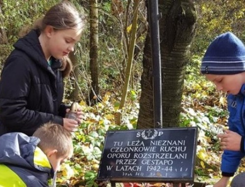 Pamięć iszacunek jest podstawą wychowania młodych Polaków