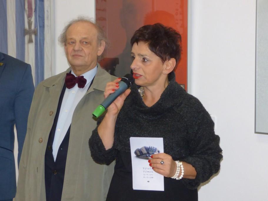 malgorzata-kupiszewska-przemawia-na-wernisazu-plakatu-pt-rostmistrz-pilecki-bohater-niezwyciezony-raport-z-auschwitz