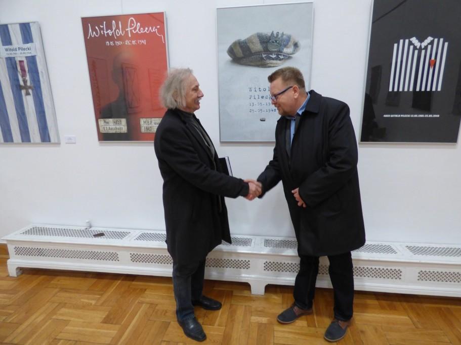 prof-czeslaw-dzwigaj-gratulje-zbigniewowi-babinskiemu-pomyslu-i-sukcesu-w-miedzynarodowym-konkursie-na-plakat