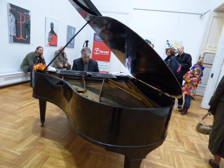 tomasz-trzcinski-gra-na-fortepianie