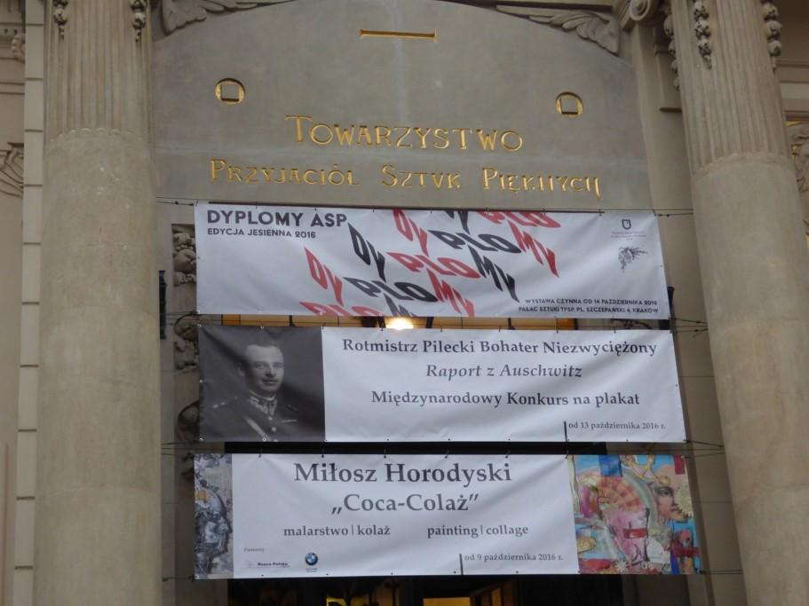 wystawa-plakatu-z-miedzynarodowego-konkursu-rotmistrz-pilecki-bohater-niezwyciezony-raport-z-auschwitz-w-krakowskim-placu-sztuki