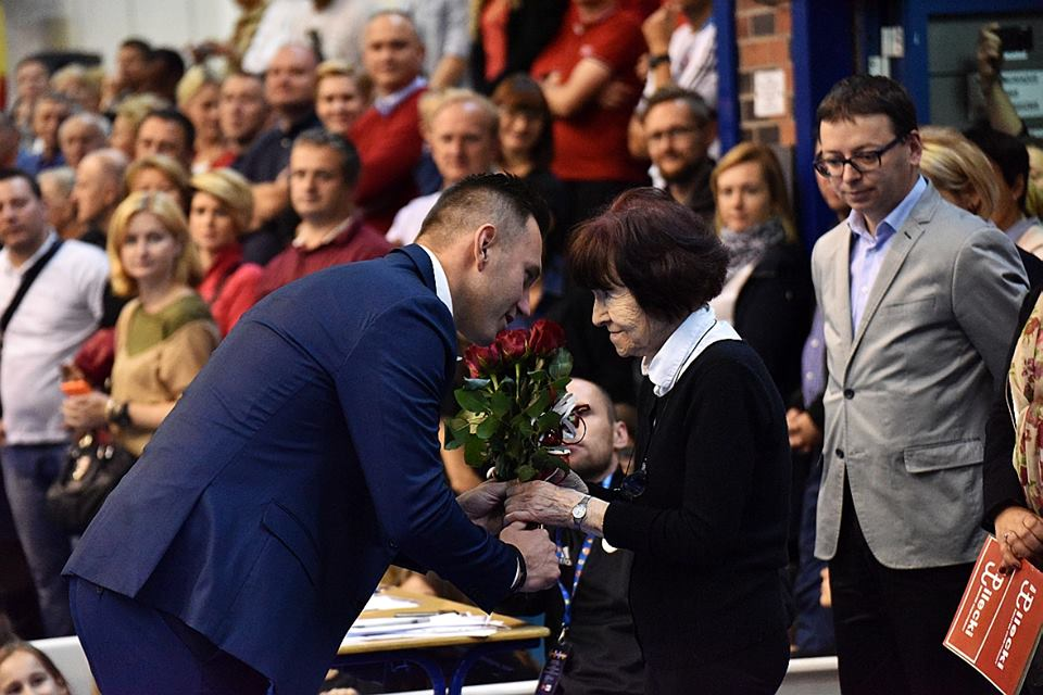 zofia-optulowicz-pilecka-uhonorowana-kwiatami-na-turnieju-pilkarskim-wojownikow-rotmistrza-pielckiego-o-puchar-szefa-bbn