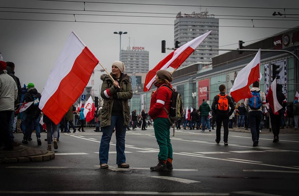 artur-ceyrowski-marsz-niepodleglosci-2016-mlodzi-ludzie
