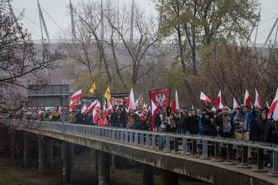 marsz-niepodleglosci-2016-bialo-czerwona-fala-fot-artur-ceyrowski