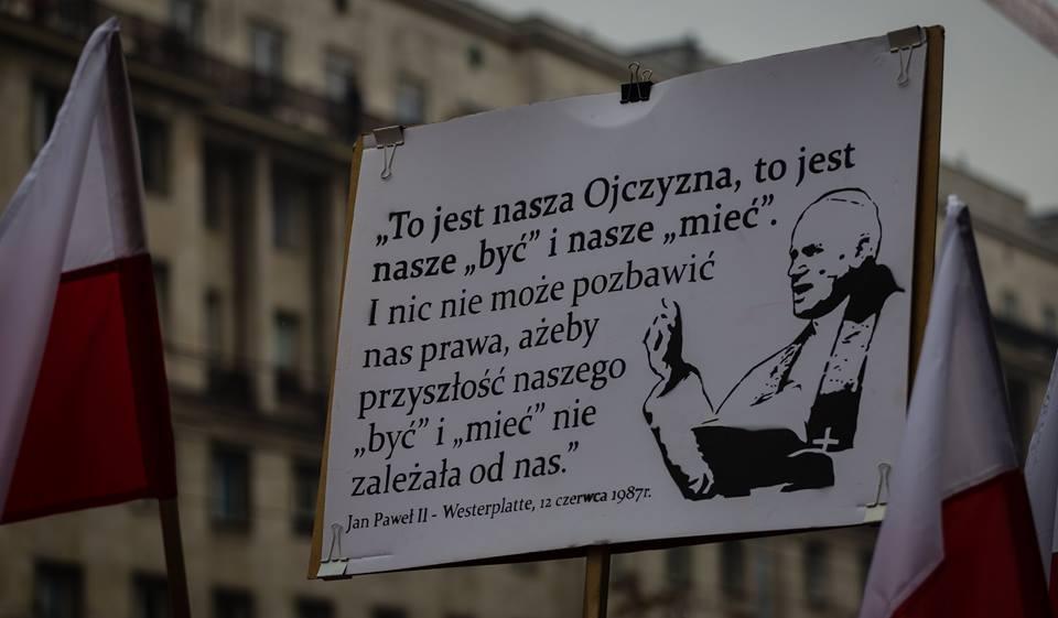 marsz-niepodleglosci-2016-cytat-z-jana-pawla-ii-fot-artur-ceyrowski