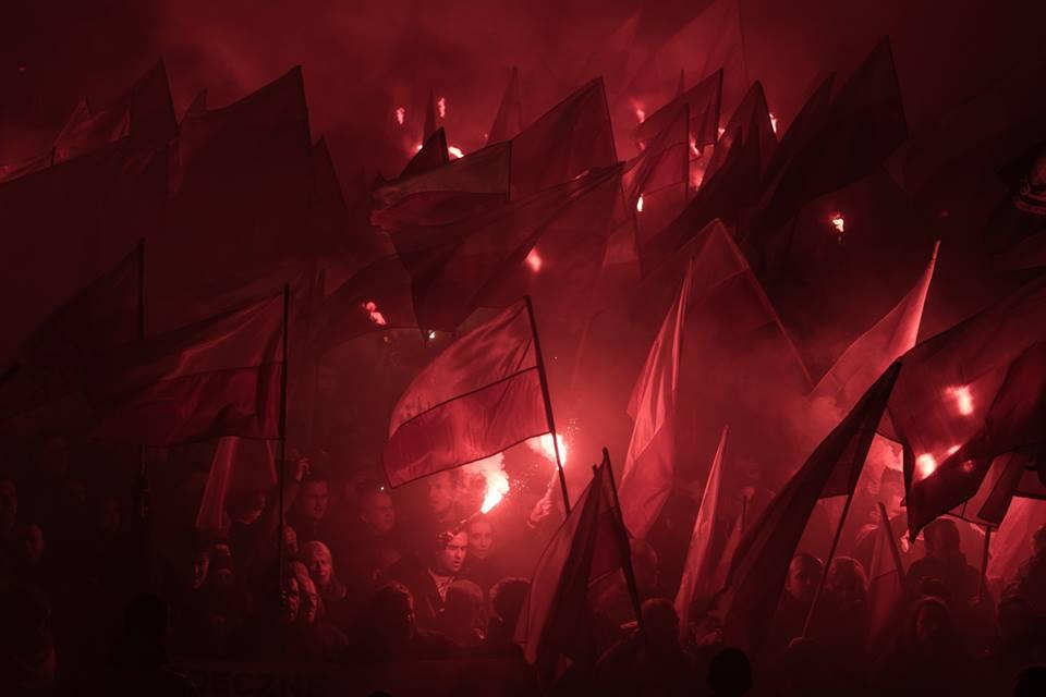 marsz-niepodleglosci-2016-flagi-na-tle-rac-fot-artur-ceyrowski