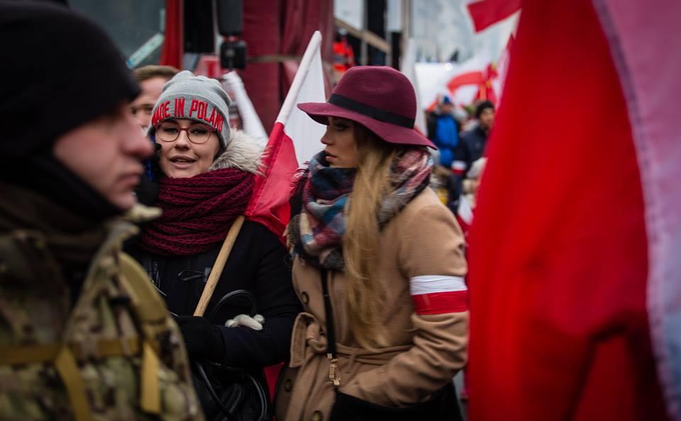 marsz-niepodleglosci-2016-mlode-kobiety-fot-artur-ceyrowski