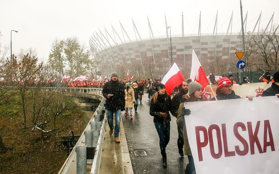 marsz-niepodleglosci-2016-na-tle-stadiou-narodowego-fot-artur-ceyrowski