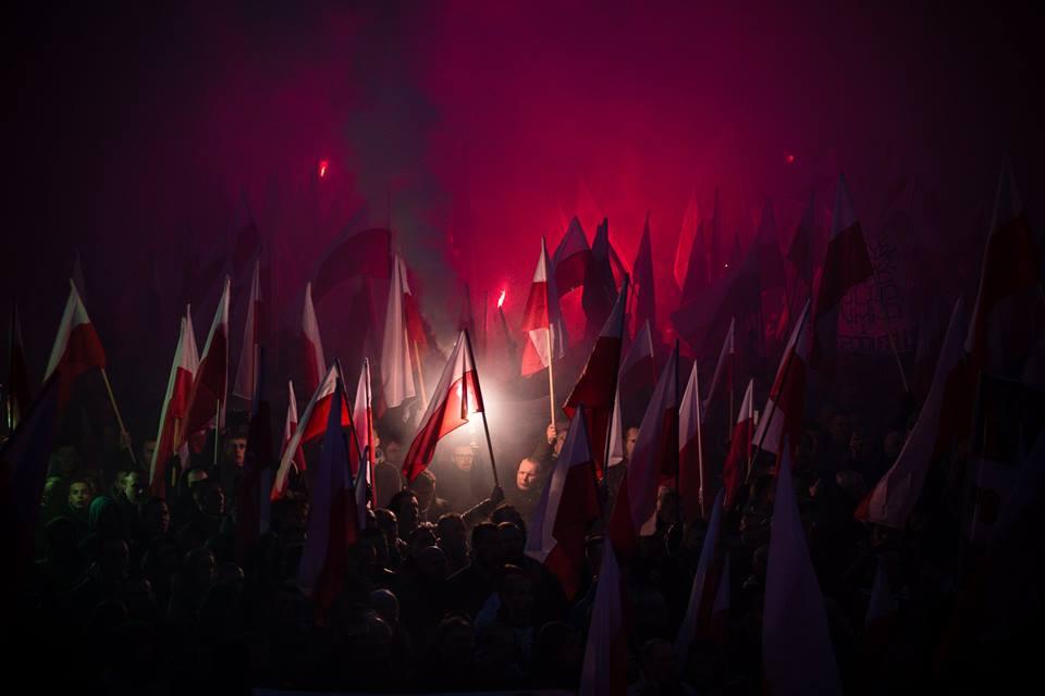 marsz-niepodleglosci-2016-po-zmroku-fot-artur-ceyrowski