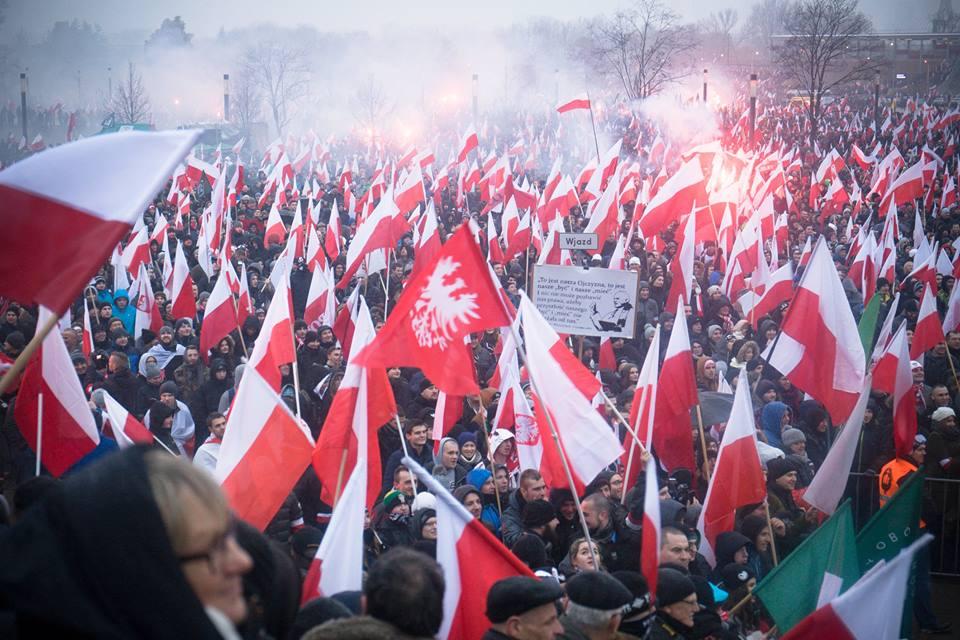marsz-niepodleglosci-2016-przed-stadionem-narodowym-fot-artur-ceyrowski