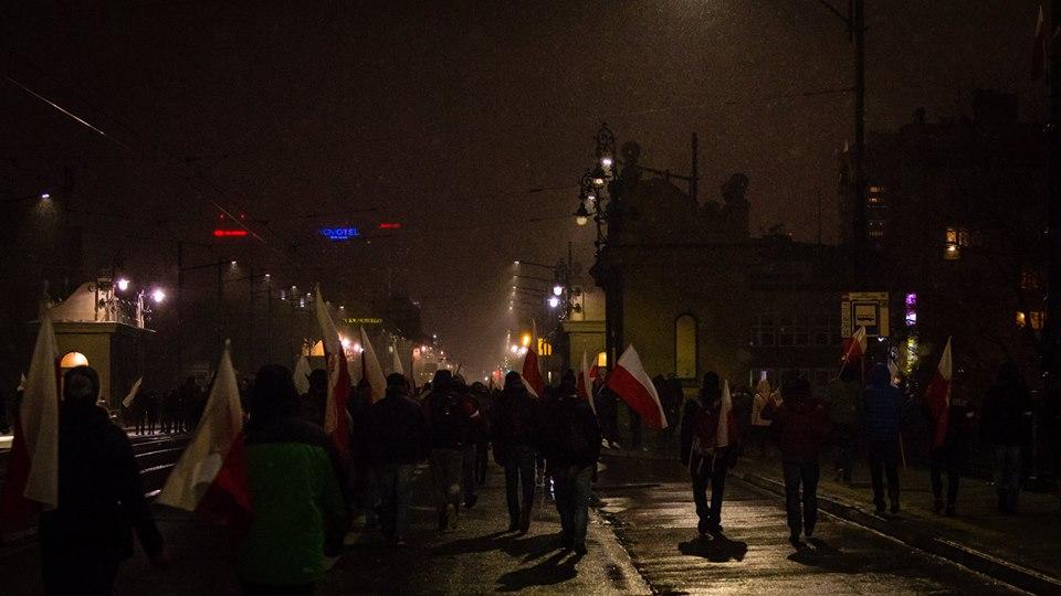 marsz-niepodleglosci-2016-spokojnie-wracajacy-uczestnicy-marszu-do-domow-fot-artur-ceyrowski