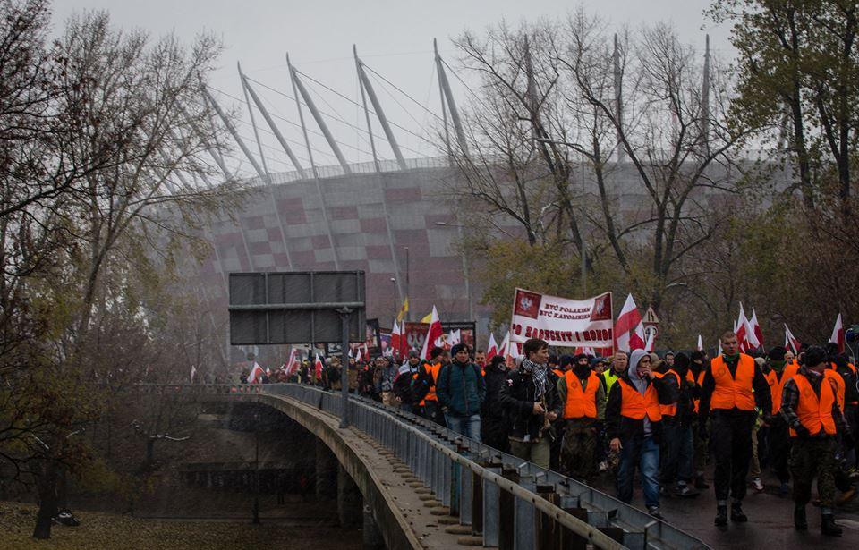 marsz-niepodleglosci-2016-w-tle-stadion-narodowy-fot-artur-ceyrowski