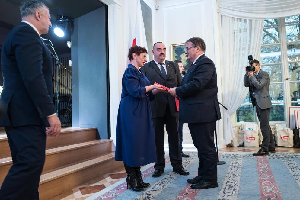 przekazanie-raportu-witolda-na-rece-andrzeja-dery-ministra-w-kancelarii-prezydenta-rp