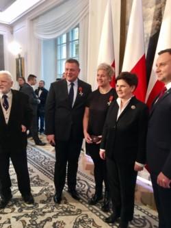 roman-barszcz-z-pania-premier-beata-szydlo-i-prezydentem-rp-andrzejem-duda-i-anita-wlodarczyk-z-tenerem
