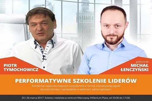 Piotr Tymochowicz iMichał Łenczyński organizują performatywne szkolenie liderów