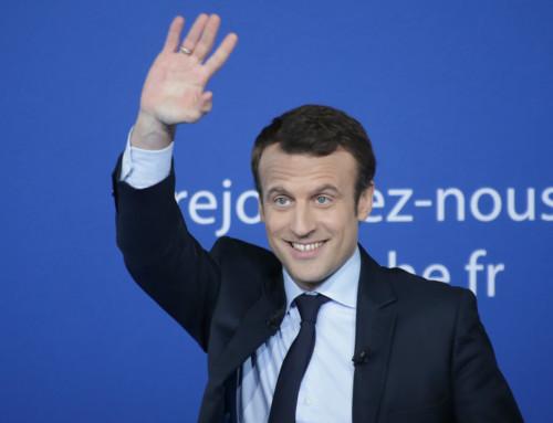 Macron – czerwona tarcza nadSekwaną