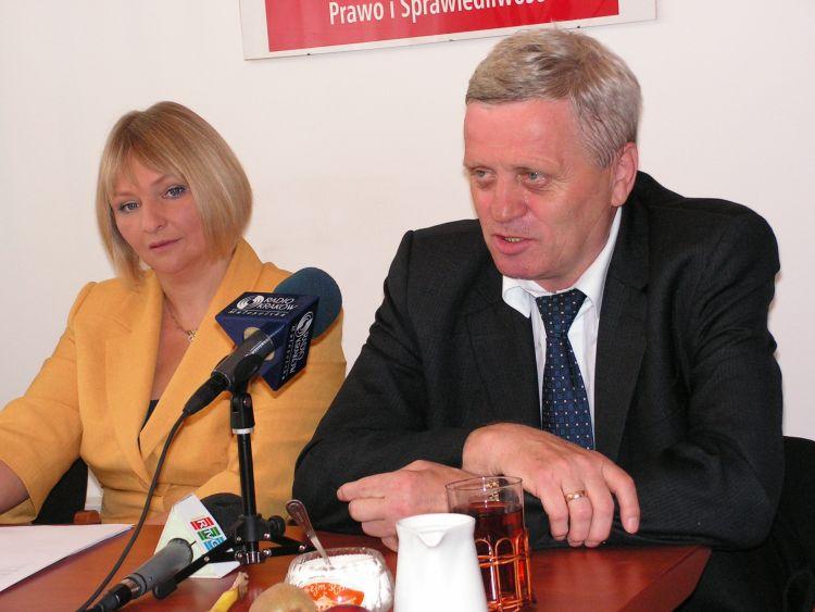 Partyjny parasol ochronny nadBarbarą Bartuś iStanisławem Kogutem albo dlaczego milczenie jest złotem