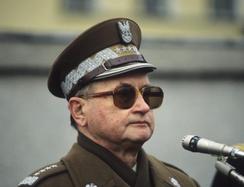 Odstające uszy towarzysza generała