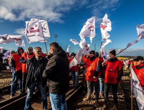 """Górnicy zablokowali euroterminal kolejowy wSławkowie. """"Torosyjski węgiel stąd zabiera nasze miejsca pracy"""""""