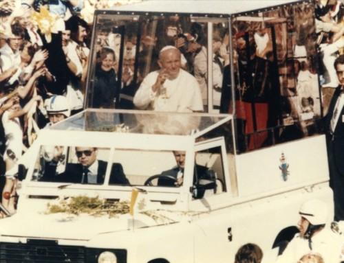 Akredytacja prasowa iwspomnienia zczasów pontyfikatu Papieża Polaka Świętego Jana Pawła II Wielkiego
