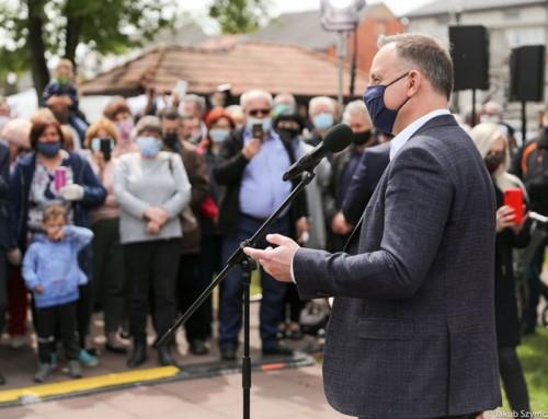 Prezydent Andrzej Duda przypomniał, żenaspotkaniach zwyborcami, czuje się jak ryba wwodzie