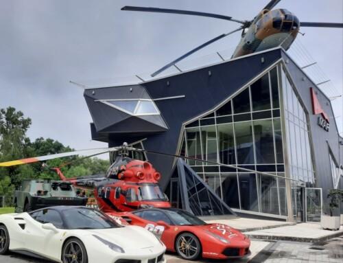 Szybkie samochody nalądowisku helikopterów wChoczni