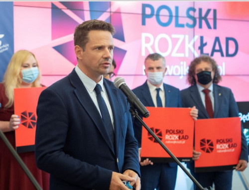 Warszawa obwieszona plakatami oszkodliwości Polskiego Ładu dla jej finansów, aletokłamstwo